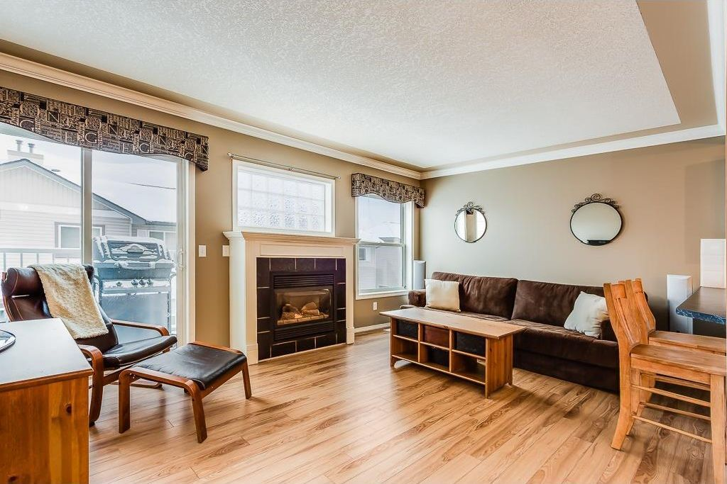 Photo 3: Photos: 137 MILLVIEW Square SW in Calgary: Millrise House for sale : MLS®# C4145951