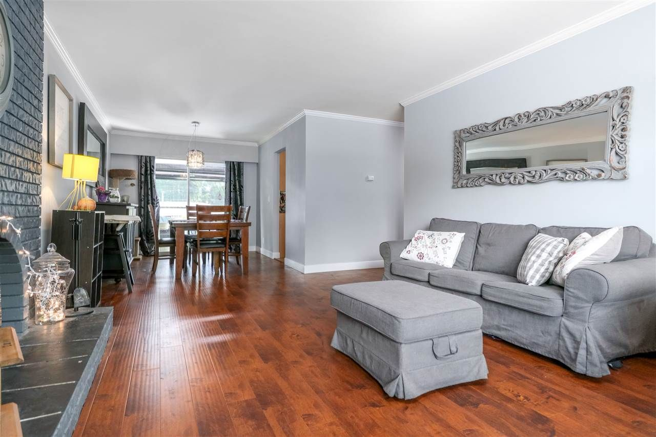 Photo 3: Photos: 11664 209 Street in Maple Ridge: Southwest Maple Ridge House for sale : MLS®# R2278498