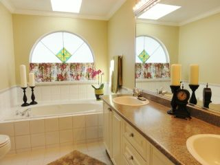 Photo 8: # 120 6109 W BOUNDARY DR in Surrey: Panorama Ridge Townhouse for sale : MLS®# F1411913