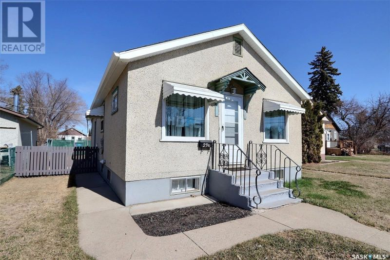 FEATURED LISTING: 236 6th ST E Prince Albert