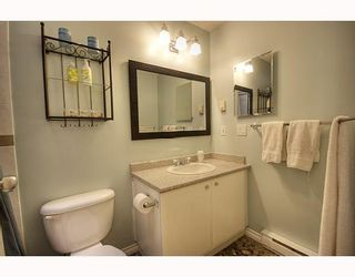 "Photo 5: 7480 HAWTHORNE Terrace in Burnaby: Highgate Townhouse for sale in ""ROCKHILL"" (Burnaby South)  : MLS®# V795963"