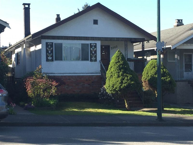 FEATURED LISTING: 2560 DUNDAS Street Vancouver