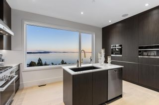 Photo 10: 14858 HARDIE Avenue: White Rock House for sale (South Surrey White Rock)  : MLS®# R2586246
