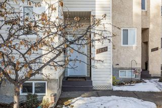 Photo 2: 7260 MILL WOODS Road S in Edmonton: Zone 29 Townhouse for sale : MLS®# E4222839