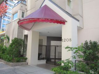 "Photo 3: 207 1208 BIDWELL Street in Vancouver: West End VW Condo for sale in ""Baybreeze"" (Vancouver West)  : MLS®# R2409529"