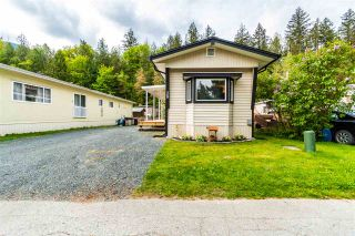 "Photo 3: 28 3942 COLUMBIA VALLEY Road: Cultus Lake Manufactured Home for sale in ""Cultus Lake Village"" : MLS®# R2575446"