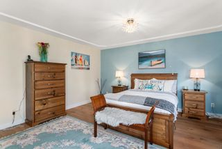 """Photo 18: 828 PARKER Street: White Rock House for sale in """"EAST BEACH"""" (South Surrey White Rock)  : MLS®# R2607727"""