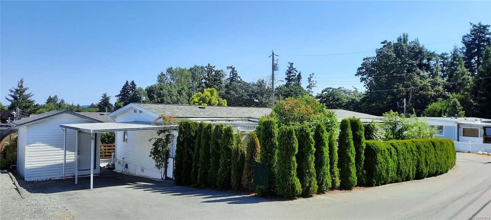 Main Photo: 102 17 Chief Robert Sam Lane in : VR Glentana Manufactured Home for sale (View Royal)  : MLS®# 881814