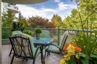 """Photo 19: 201 1705 MARTIN Drive in Surrey: Sunnyside Park Surrey Condo for sale in """"Southwynd"""" (South Surrey White Rock)  : MLS®# R2393853"""