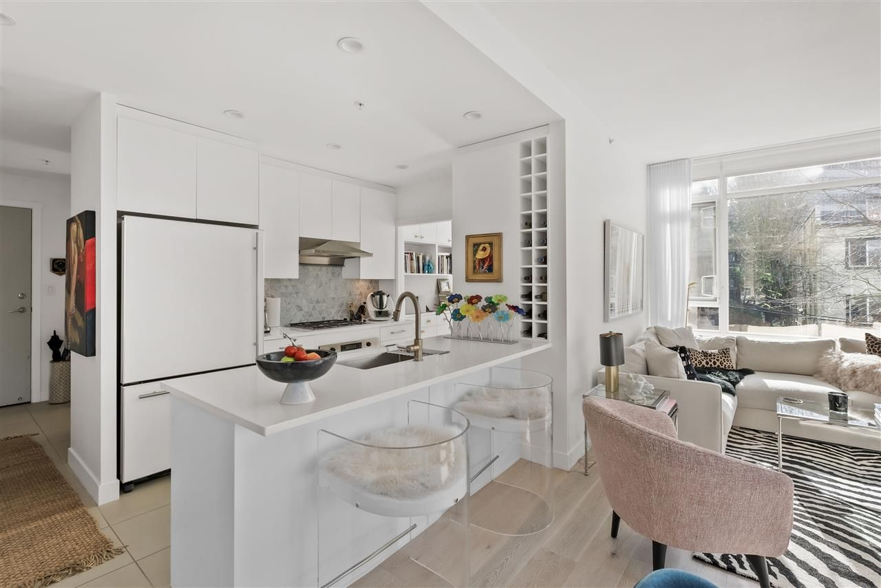 "Main Photo: 301 1468 W 14TH Avenue in Vancouver: Fairview VW Condo for sale in ""THE AVEDON"" (Vancouver West)  : MLS®# R2545980"
