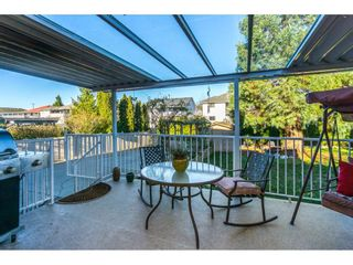 """Photo 2: 12339 63A Avenue in Surrey: Panorama Ridge House for sale in """"Boundary Park"""" : MLS®# R2139160"""