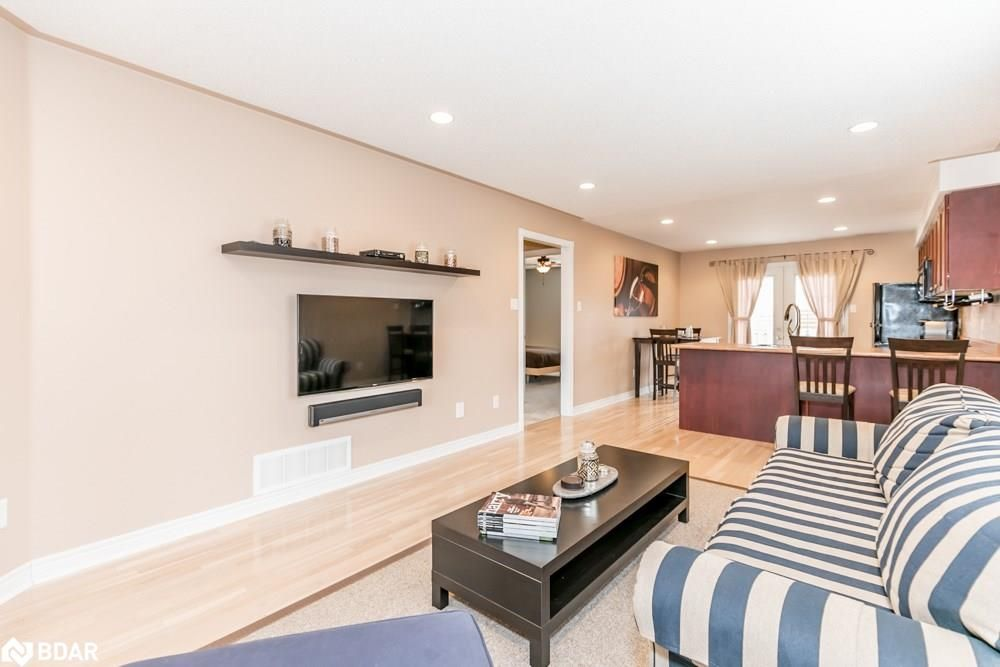 Photo 3: Photos: 28 KRAUS Road in Barrie: House for sale