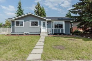 Main Photo: 426 Woodland Crescent SE in Calgary: Willow Park Detached for sale : MLS®# A1139331