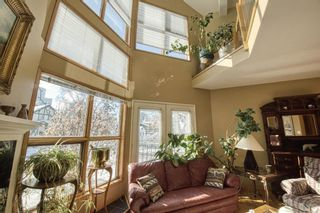 Photo 5: 232 2 Avenue NE in Calgary: Crescent Heights Detached for sale : MLS®# A1066844