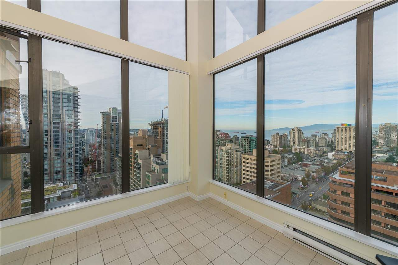 """Photo 3: Photos: PH4 1189 HOWE Street in Vancouver: Downtown VW Condo for sale in """"The Genesis"""" (Vancouver West)  : MLS®# R2513563"""