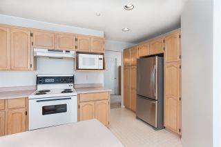 """Photo 10: 33 19060 FORD Road in Pitt Meadows: Central Meadows Townhouse for sale in """"Regency Court"""" : MLS®# R2170319"""