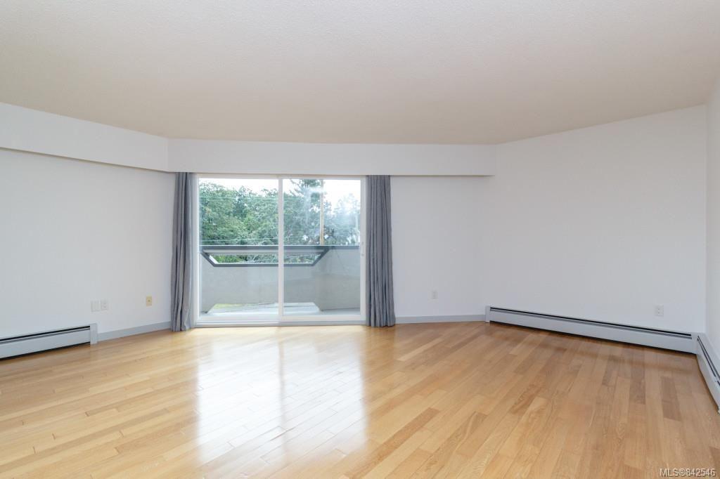 Photo 4: Photos: 402 3800 Quadra St in Saanich: SE Quadra Condo for sale (Saanich East)  : MLS®# 842546