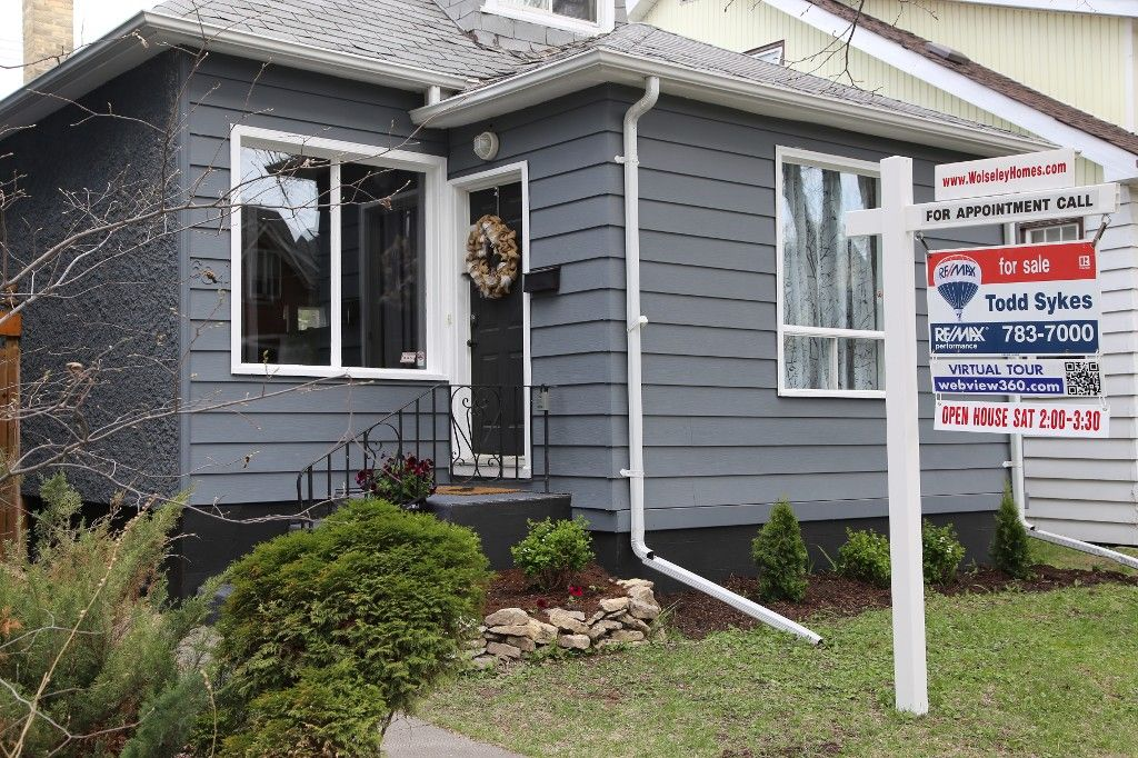 Photo 2: Photos: 684 Ashburn Street in Winnipeg: West End/Polo Park Single Family Detached for sale (West Winnipeg)  : MLS®# 1511759