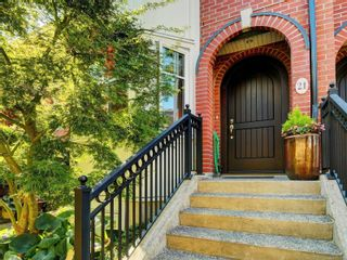 Photo 2: 21 675 Superior St in : Vi James Bay Row/Townhouse for sale (Victoria)  : MLS®# 883446