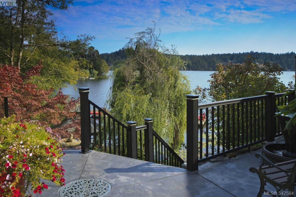 Main Photo: 4919 Prospect Lake Rd in Victoria: SW Prospect Lake House for sale (Saanich West)  : MLS®# 342584
