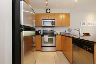 "Photo 10: 420 1633 MACKAY Avenue in North Vancouver: Pemberton Heights Condo for sale in ""TOUCHSTONE"" : MLS®# R2183726"