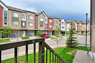Photo 2: 140 COPPERPOND Villa SE in Calgary: Copperfield Row/Townhouse for sale : MLS®# C4303555