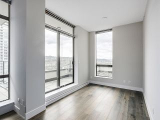 """Photo 5: 1901 2959 GLEN Drive in Coquitlam: North Coquitlam Condo for sale in """"THE PARC"""" : MLS®# R2149009"""