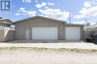 Photo 4: 332 15 Street N in Lethbridge: House for sale : MLS®# A1114555