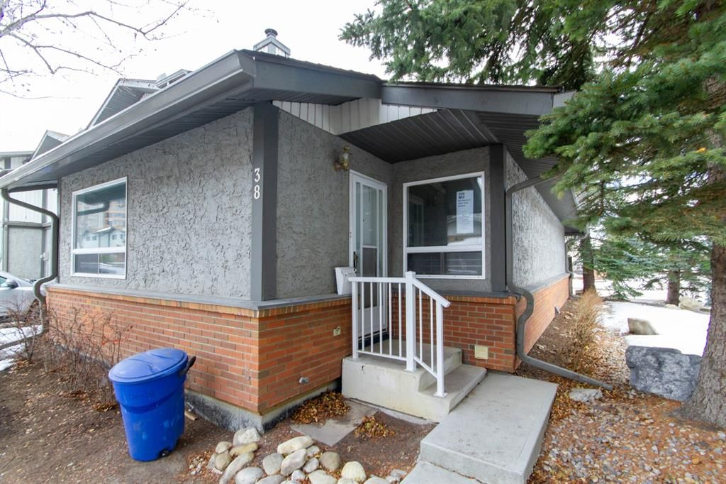 Main Photo: 38 7172 Coach Hill Road SW in Calgary: Coach Hill Row/Townhouse for sale : MLS®# A1059629