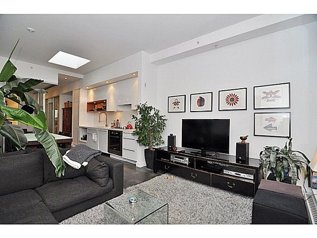 Main Photo: 606 256 2nd Avenue in Vancouver: Mount Pleasant VE Condo for sale (Vancouver East)  : MLS®# V1032140