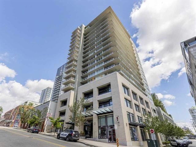 "Main Photo: PH7 39 SIXTH Street in New Westminster: Downtown NW Condo for sale in ""QUANTUM"" : MLS®# R2575142"