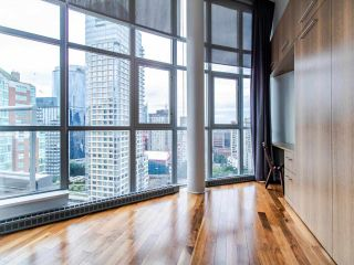 "Photo 15: PH3 1050 SMITHE Street in Vancouver: West End VW Condo for sale in ""STERLING"" (Vancouver West)  : MLS®# R2495075"