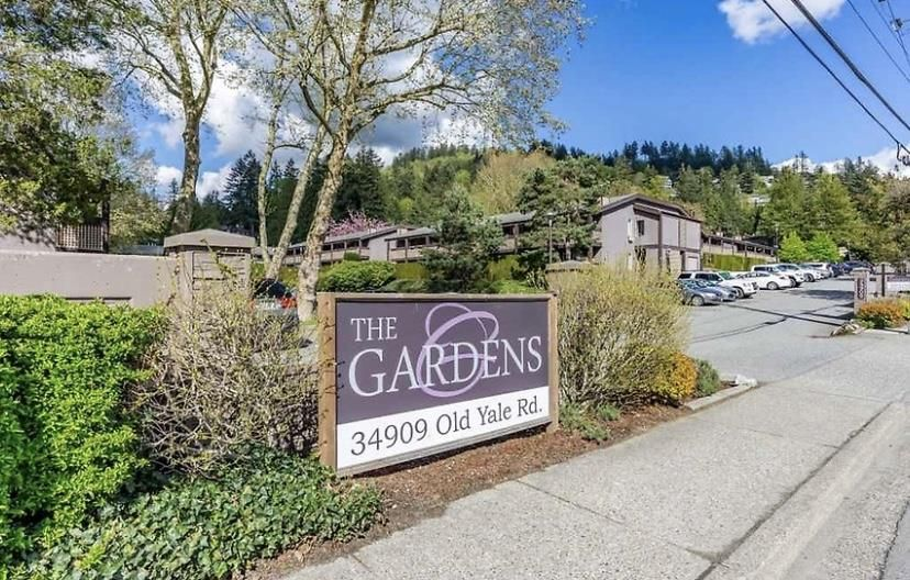 "Main Photo: 1616 34909 OLD YALE Road in Abbotsford: Abbotsford East Townhouse for sale in ""THE GARDENS"" : MLS®# R2364265"