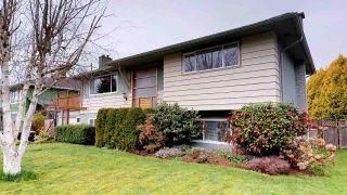 """Photo 2: 2111 RIDGEWAY Crescent in Squamish: Garibaldi Estates House for sale in """"Garibaldi Estates"""" : MLS®# R2258821"""
