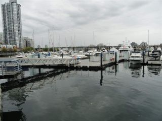 """Photo 5: F14 1088 MARINASIDE Crescent in Vancouver: Yaletown Condo for sale in """"QUAYSIDE MARINA"""" (Vancouver West)  : MLS®# R2121416"""