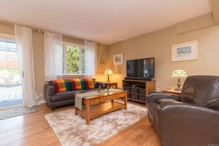 Photo 5: 40 Demos Pl in : VR Glentana House for sale (View Royal)  : MLS®# 867548