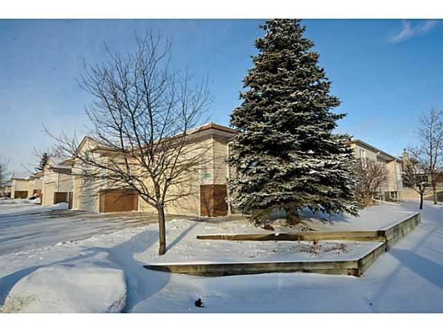 Main Photo: 95 CEDUNA Park SW in CALGARY: Cedarbrae Residential Attached for sale (Calgary)  : MLS®# C3505376