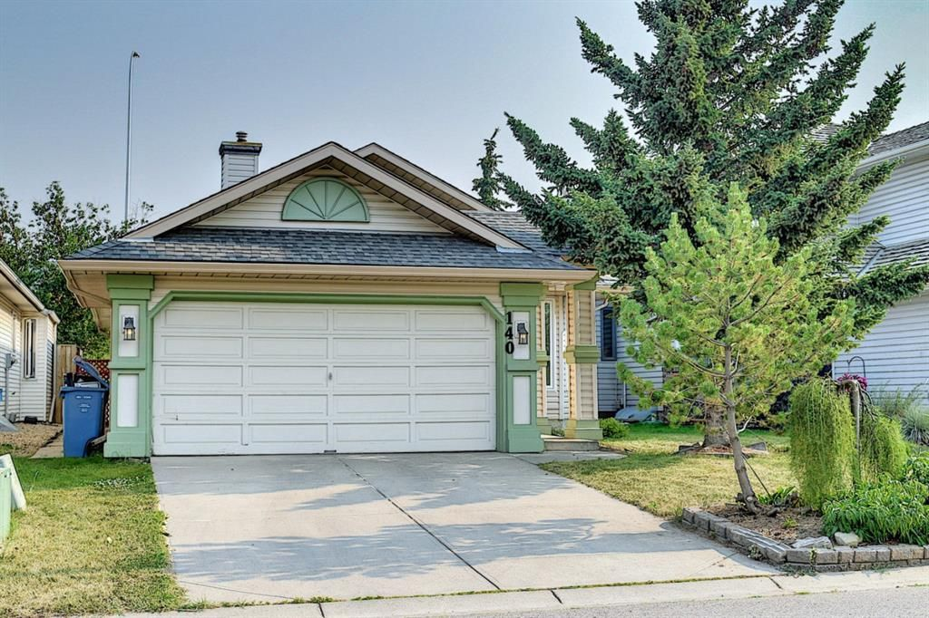 Main Photo: 140 Valley Meadow Close NW in Calgary: Valley Ridge Detached for sale : MLS®# A1146483
