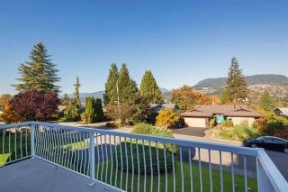 """Photo 3: 2326 HURON Drive in Coquitlam: Chineside House for sale in """"CHINESIDE"""" : MLS®# R2238743"""