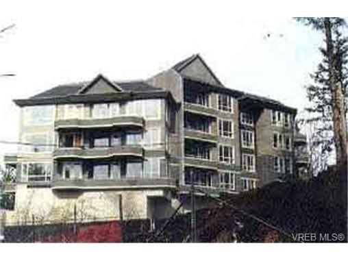 Main Photo: 203 940 Boulderwood Rise in VICTORIA: SE Broadmead Condo for sale (Saanich East)  : MLS®# 292160