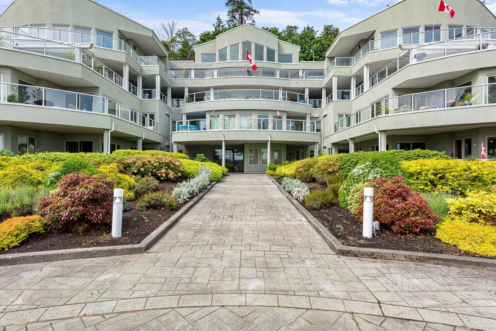 Main Photo: 104 700 S Island Hwy in : CR Campbell River Central Condo for sale (Campbell River)  : MLS®# 877514