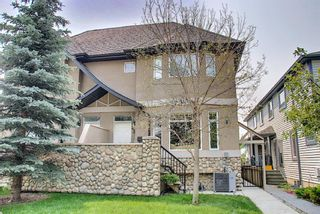 Main Photo: 2 431 20 Avenue NE in Calgary: Winston Heights/Mountview Row/Townhouse for sale : MLS®# A1132008