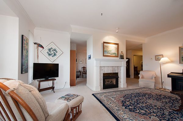 """Photo 5: Photos: # 311 3755 W 8TH AV in Vancouver: Point Grey Condo for sale in """"THE CUMBERLAND"""" (Vancouver West)  : MLS®# V1040579"""