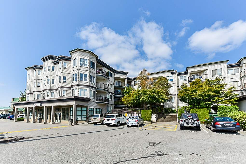 Main Photo: 212 5759 GLOVER Road in Langley: Langley City Condo for sale : MLS®# R2354108