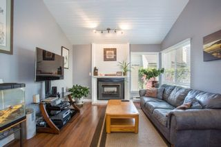 """Photo 3: 6109 GREENSIDE Drive in Surrey: Cloverdale BC Townhouse for sale in """"Greenside Estates"""" (Cloverdale)  : MLS®# R2264200"""