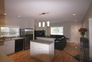 Photo 7: 410 Walter Ave in Victoria: Residential for sale : MLS®# 283473