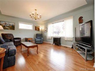 Photo 2: 833 Wollaston St in VICTORIA: Es Old Esquimalt House for sale (Esquimalt)  : MLS®# 739160