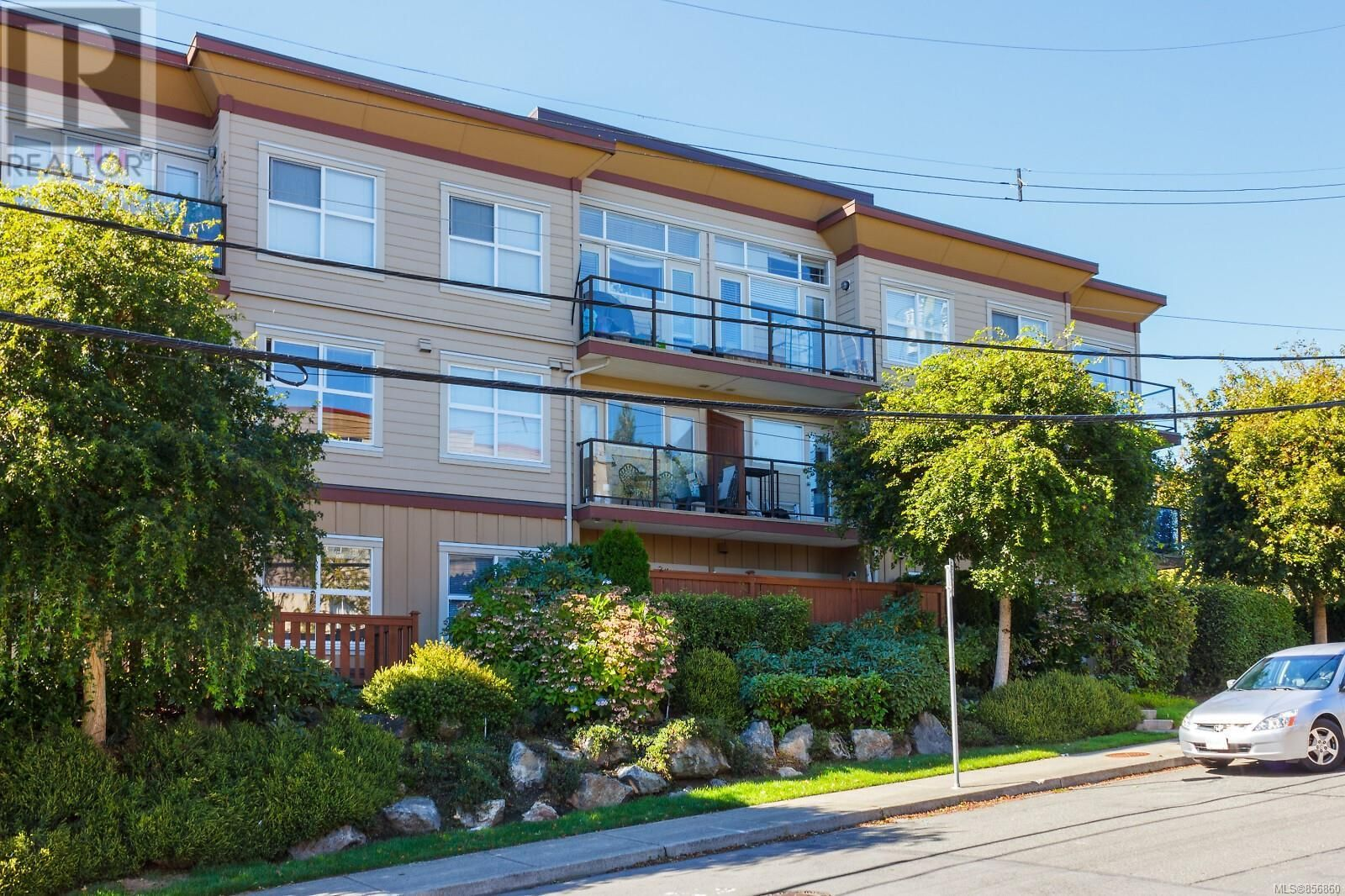 Main Photo: 105 919 Market Street in Victoria: Condo for sale : MLS®# 856860