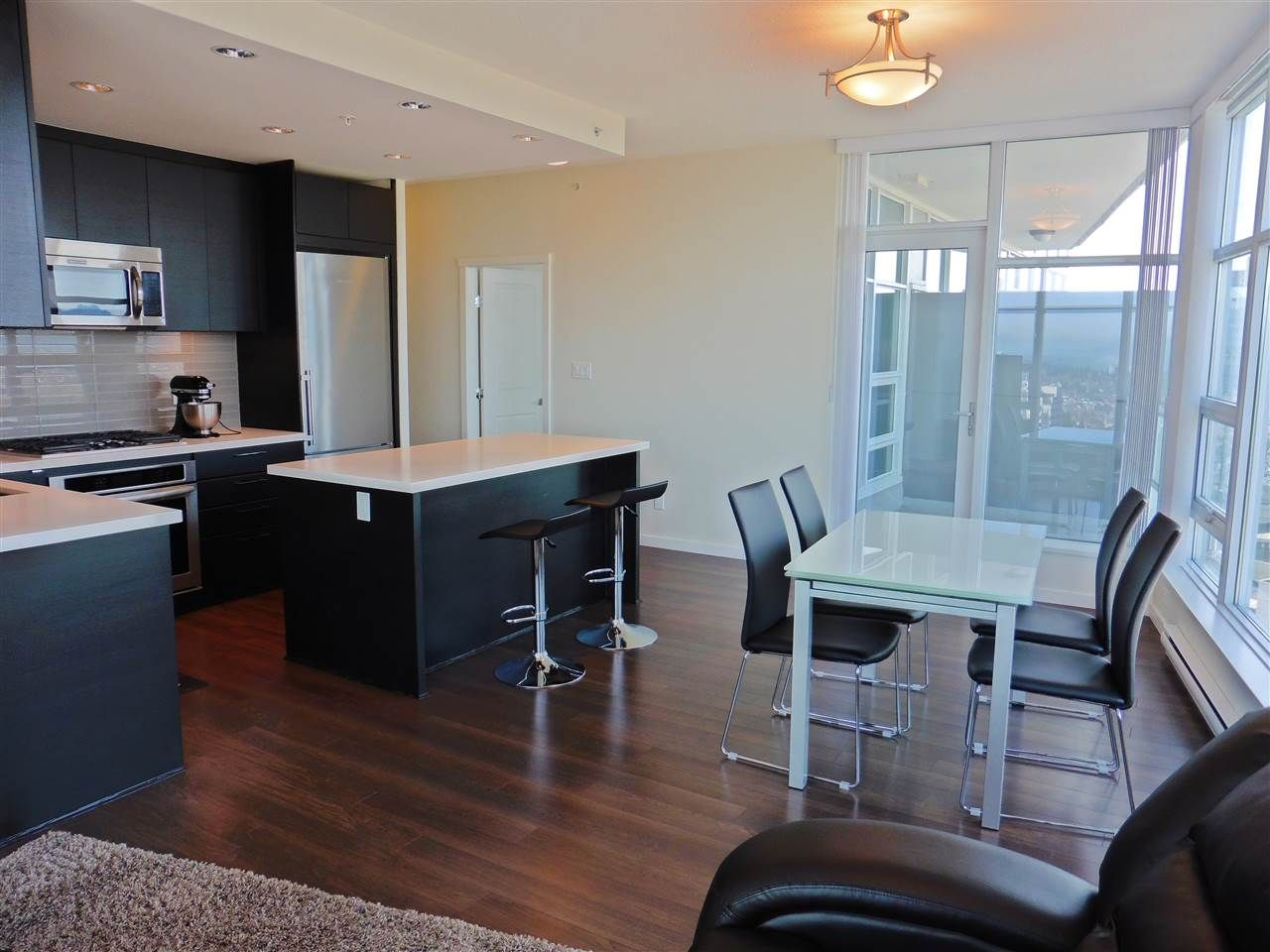 """Photo 5: Photos: 3702 4880 BENNETT Street in Burnaby: Metrotown Condo for sale in """"CHANCELLOR"""" (Burnaby South)  : MLS®# R2006395"""