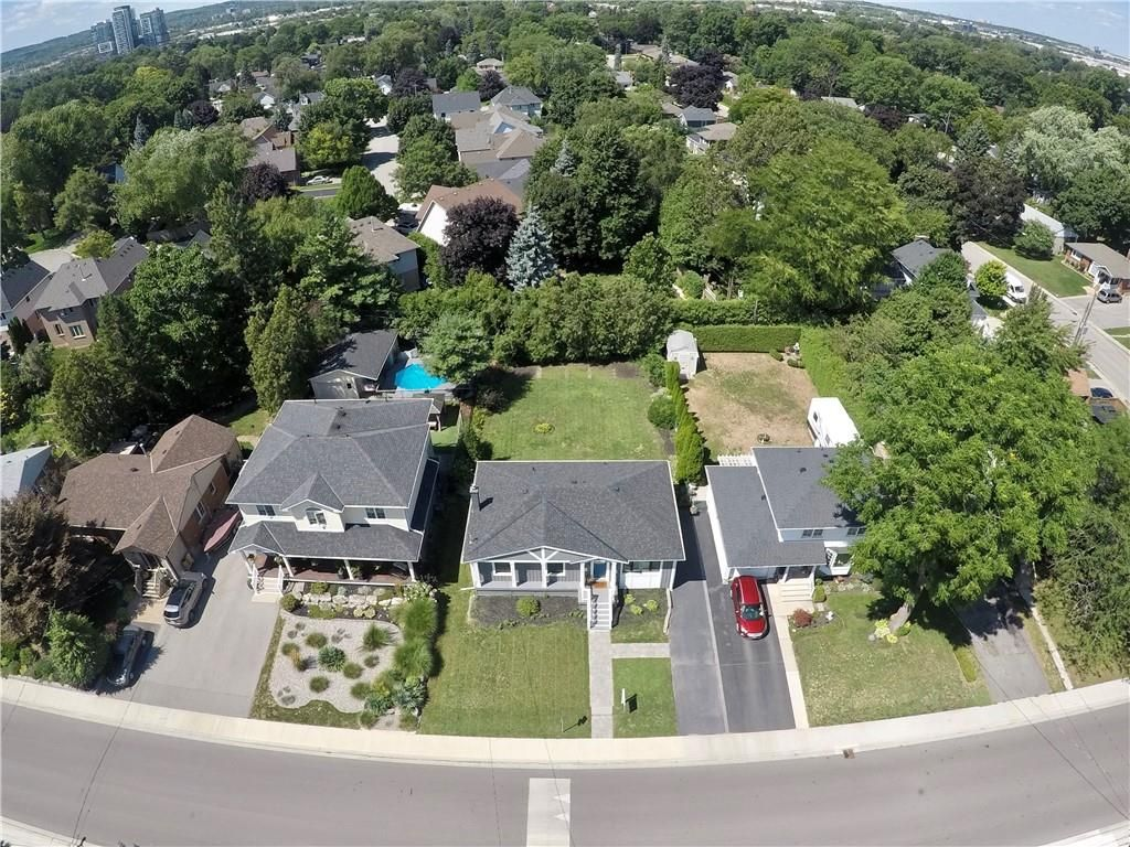 Photo 24: Photos: 2221 COURTLAND Drive in Burlington: Residential for sale : MLS®# H4084353